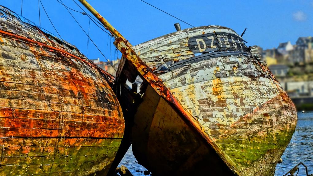 Cimetière de bateaux de Douarnenez (29) © Thierry Joyeux