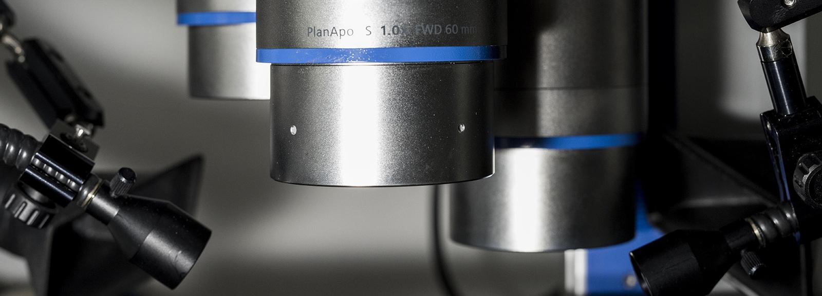 Microscope stéréoscopique - Station marine de Concarneau © MNHN - Agnès Iatzoura